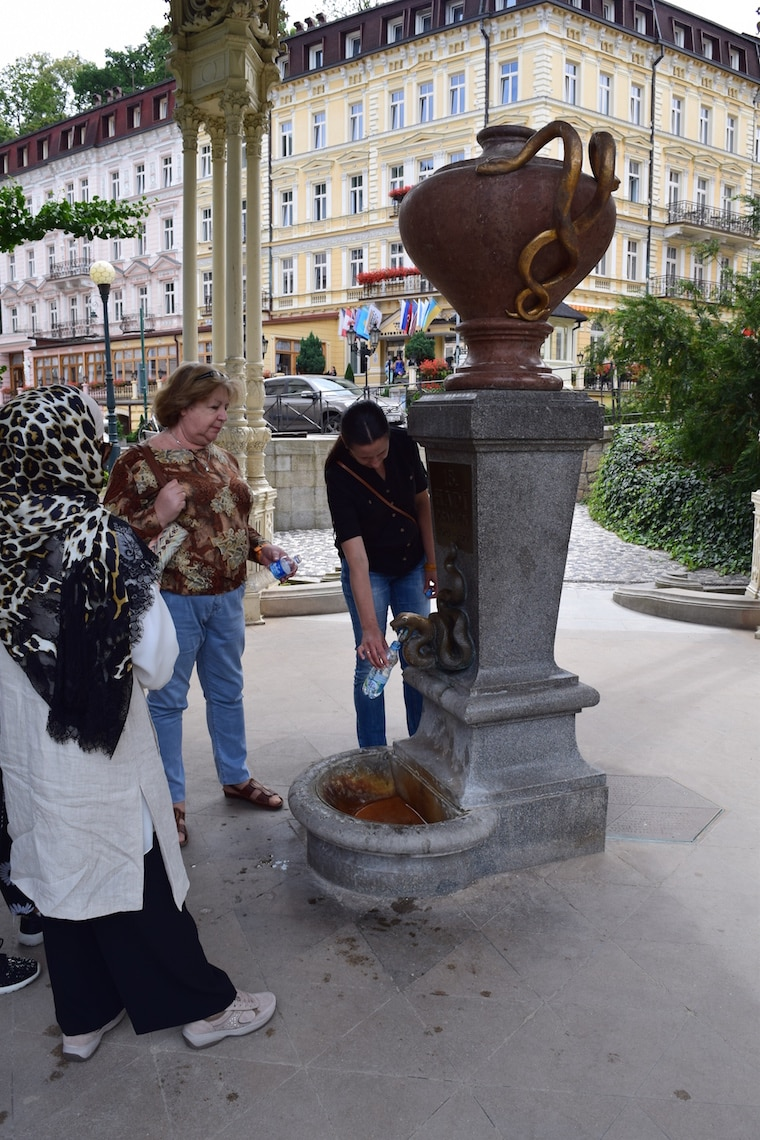 turismo karlovy vary república Tcheca fonte cobra