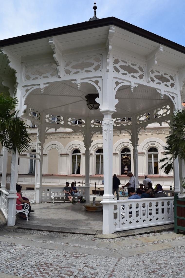 turismo karlovy vary república Tcheca gazebo branco