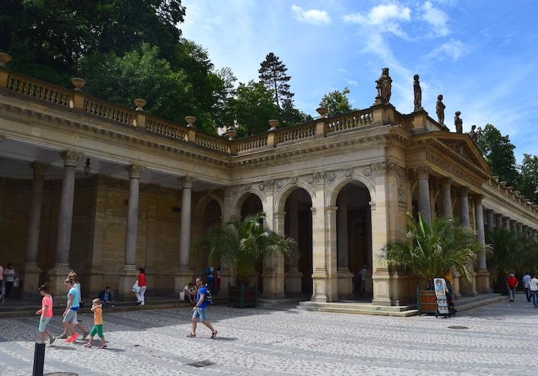 turismo karlovy vary república Tcheca mill colunas