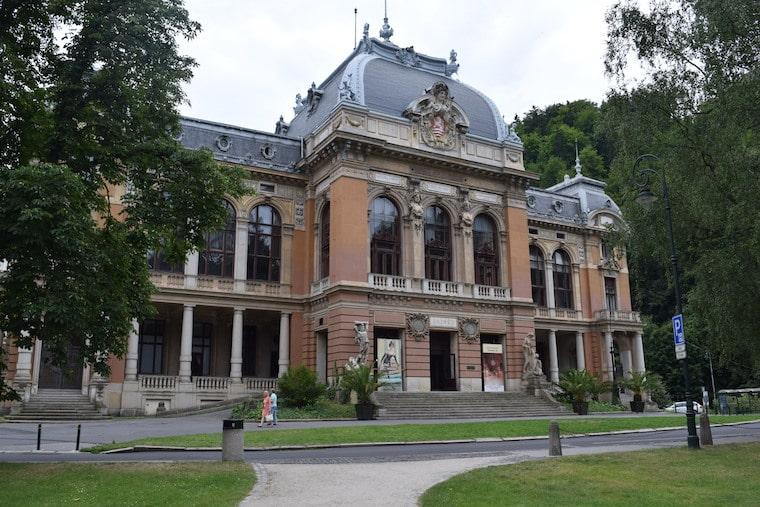 turismo karlovy vary república Tcheca teatro opera