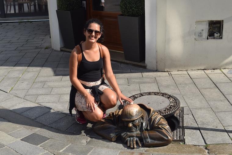 bratislava eslováquia curiosidades placa estatua