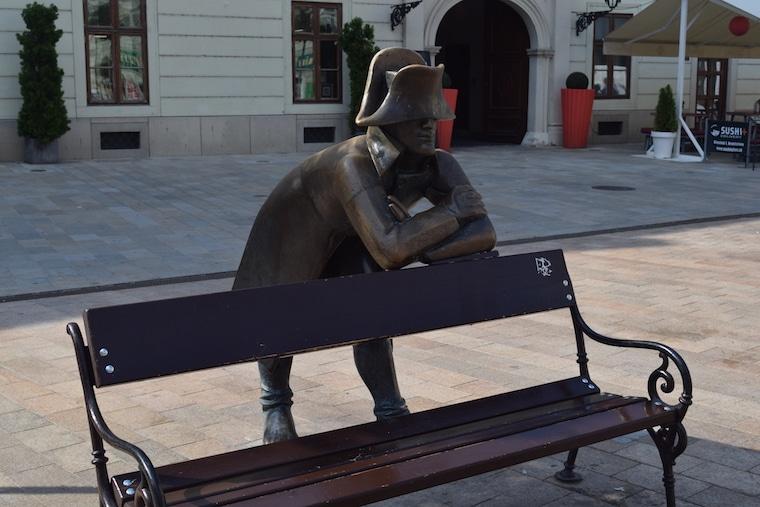 bratislava eslováquia curiosidades estatua napoleao