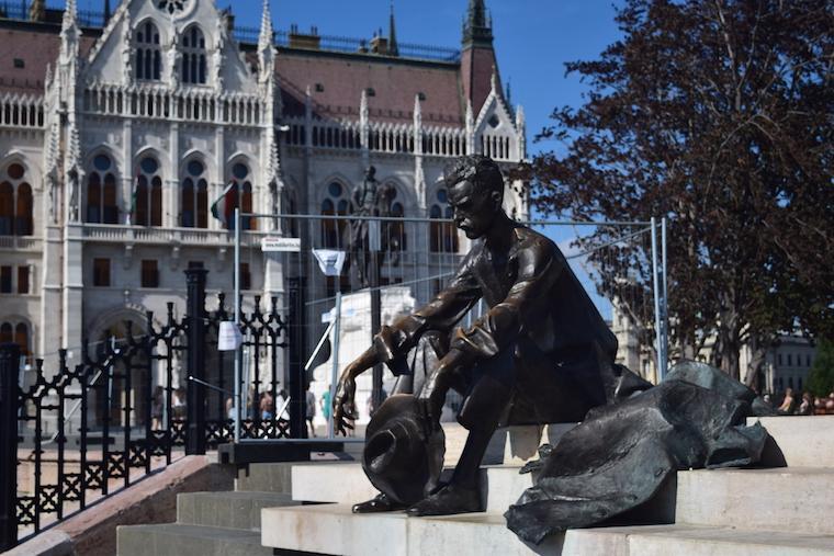 o que fazer em budapeste estatua parlamento