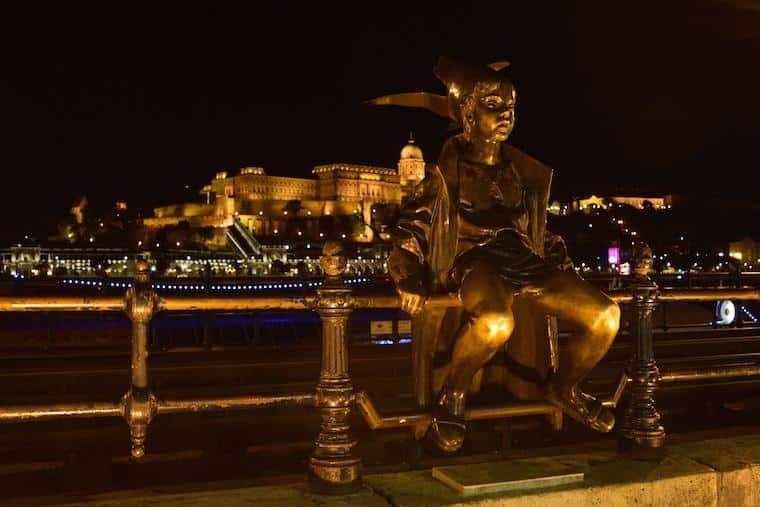 o que fazer em budapeste estatua princesa