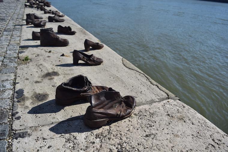 o que fazer em budapeste shoes danubio