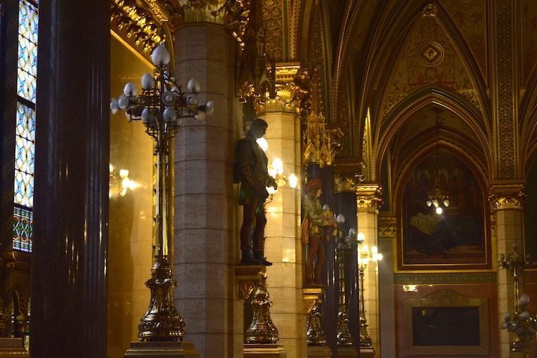 parlamento de budapeste detalhe upper house lobby