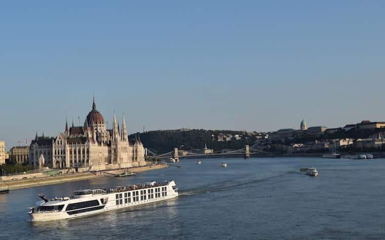 parlamento de budapeste e o rio danubio