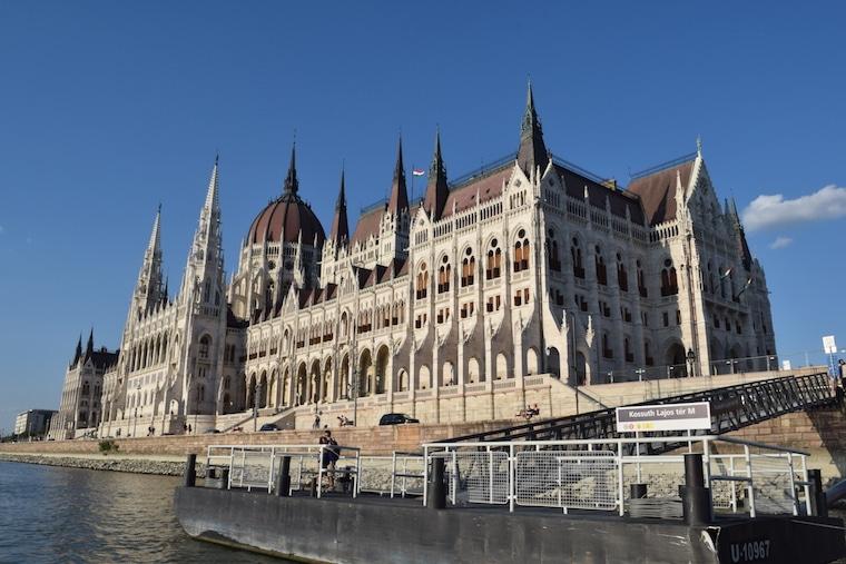 parlamento de budapeste estação rio