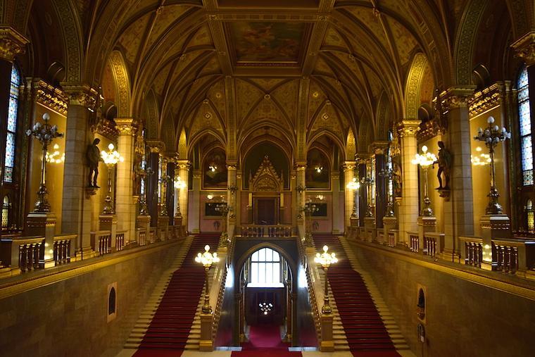 parlamento de budapeste grand stairway