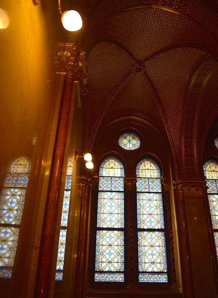 parlamento de budapeste janelas escadarias