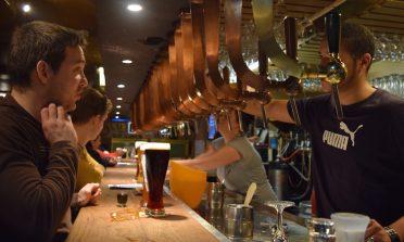 10 bares e cafés para tomar cerveja belga em Bruxelas