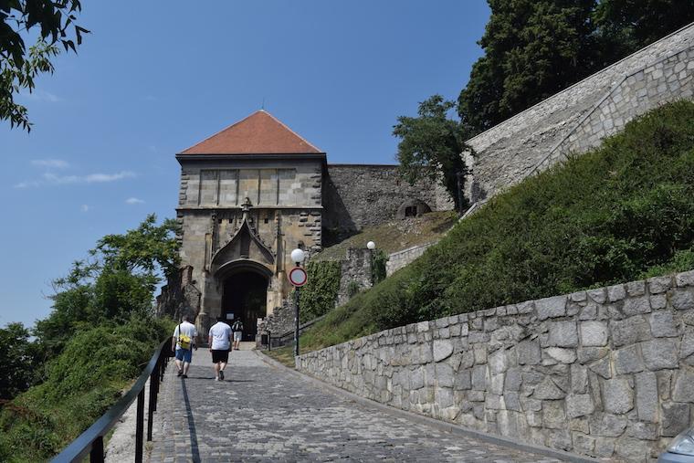 o que fazer em bratislava entrada castelo