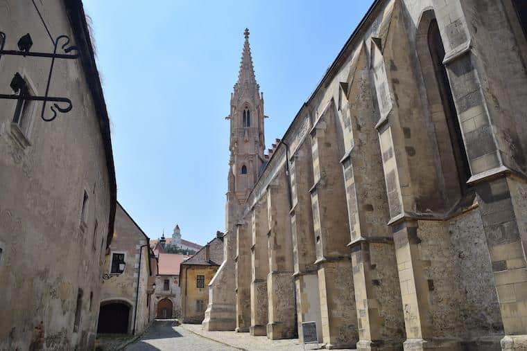 o que fazer em bratislava igreja e castelo