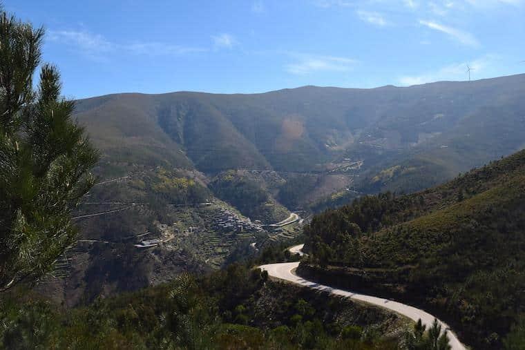aldeia historica piodao portugal estrada