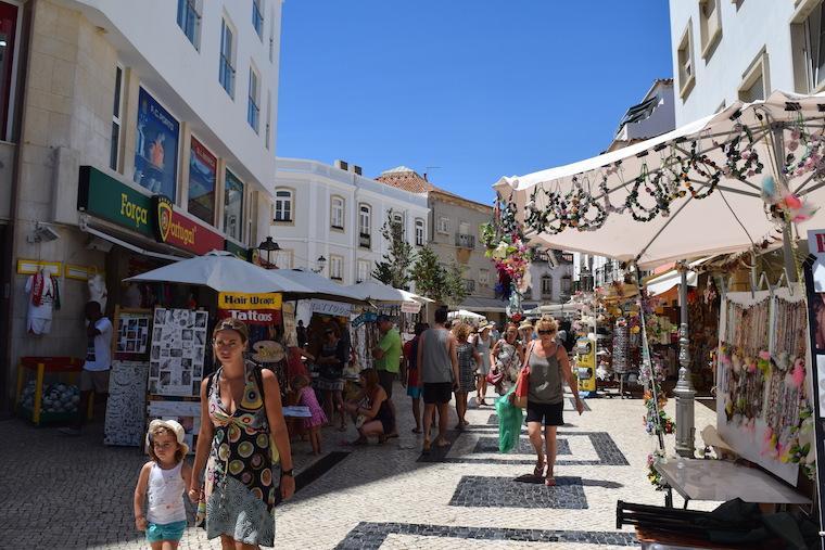 o que fazer em lagos rua 25 de abril algarve portugal
