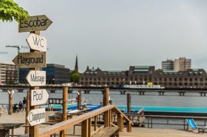 A piscina flutuante no meio do Rio Spree, em Berlim