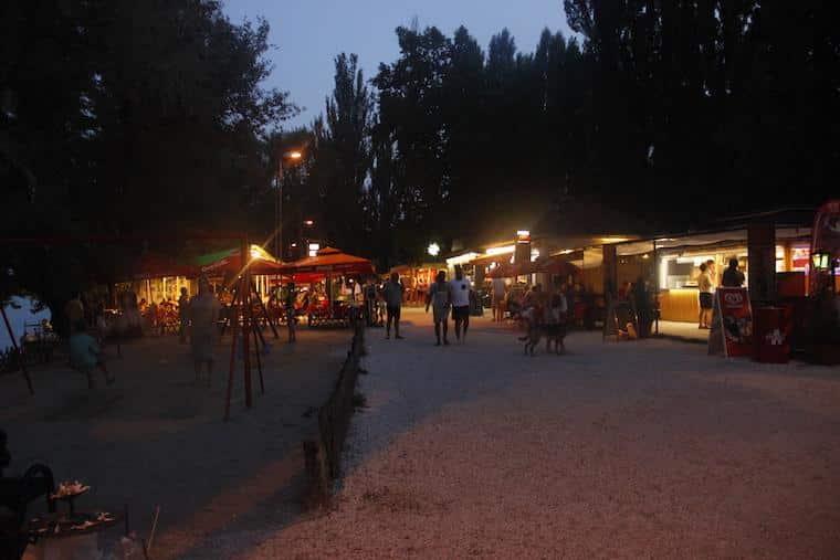Romai Part - Praia em Budapeste