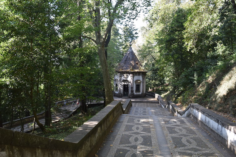 santuario-do-bom-jesus-do-monte-braga-escada-e-capela