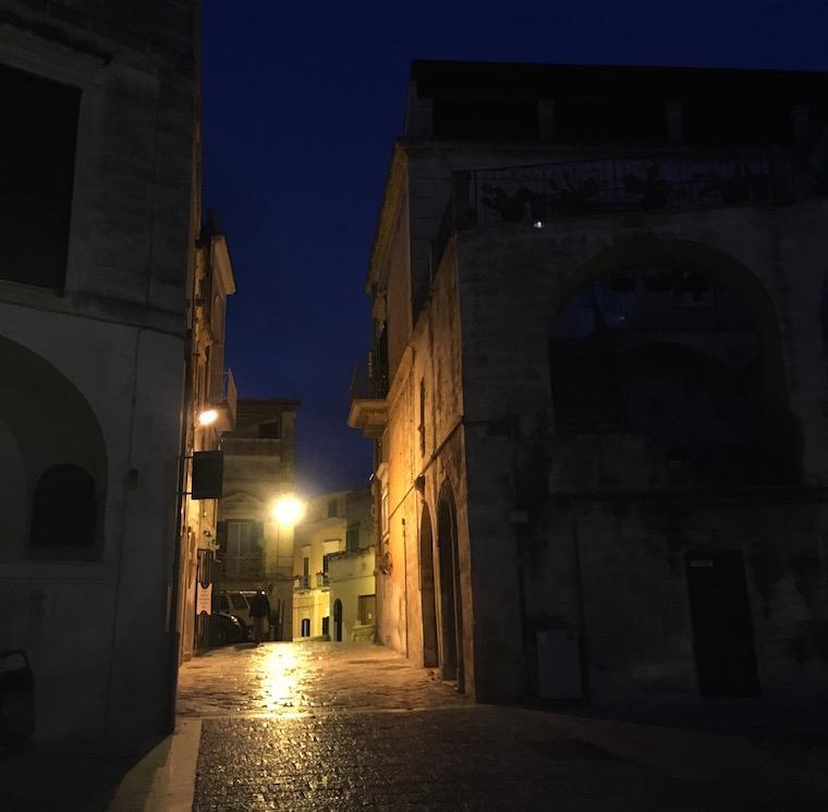 matera italia sassi noite