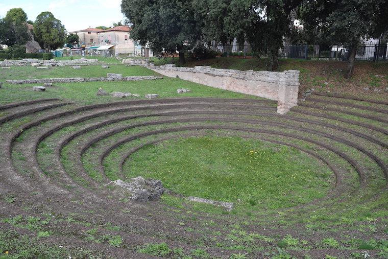 paestum italia ekklesiasterion