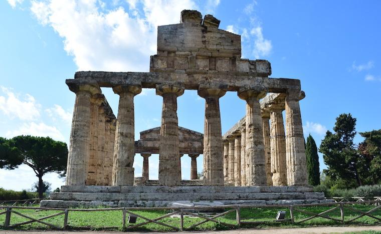 paestum italia templo atena