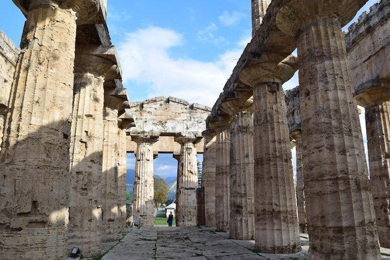 paestum italia templo por dentro
