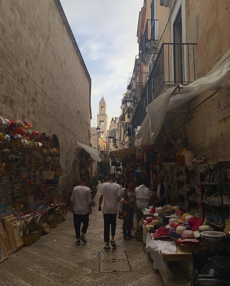 bari italia rua feira