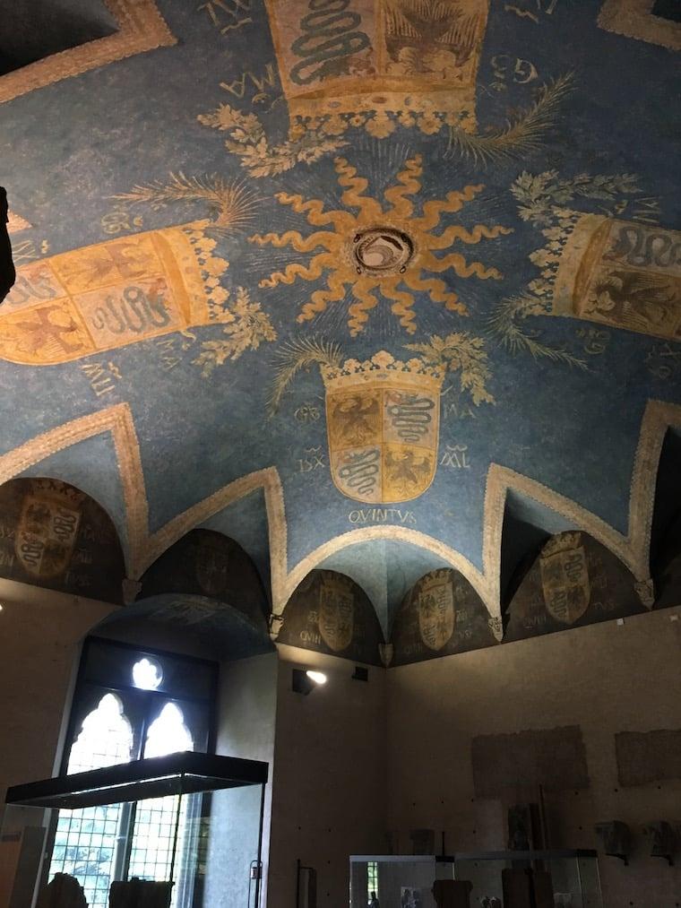 Castelo Sforzesco em Milão afresco no teto