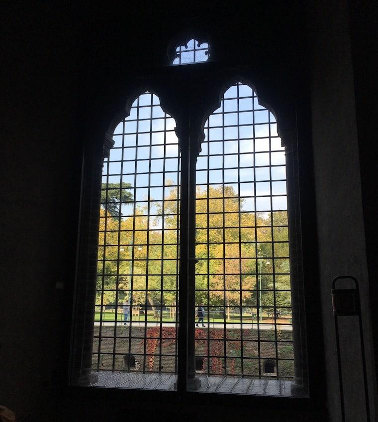Castelo Sforzesco em Milão detalhe janela e parque