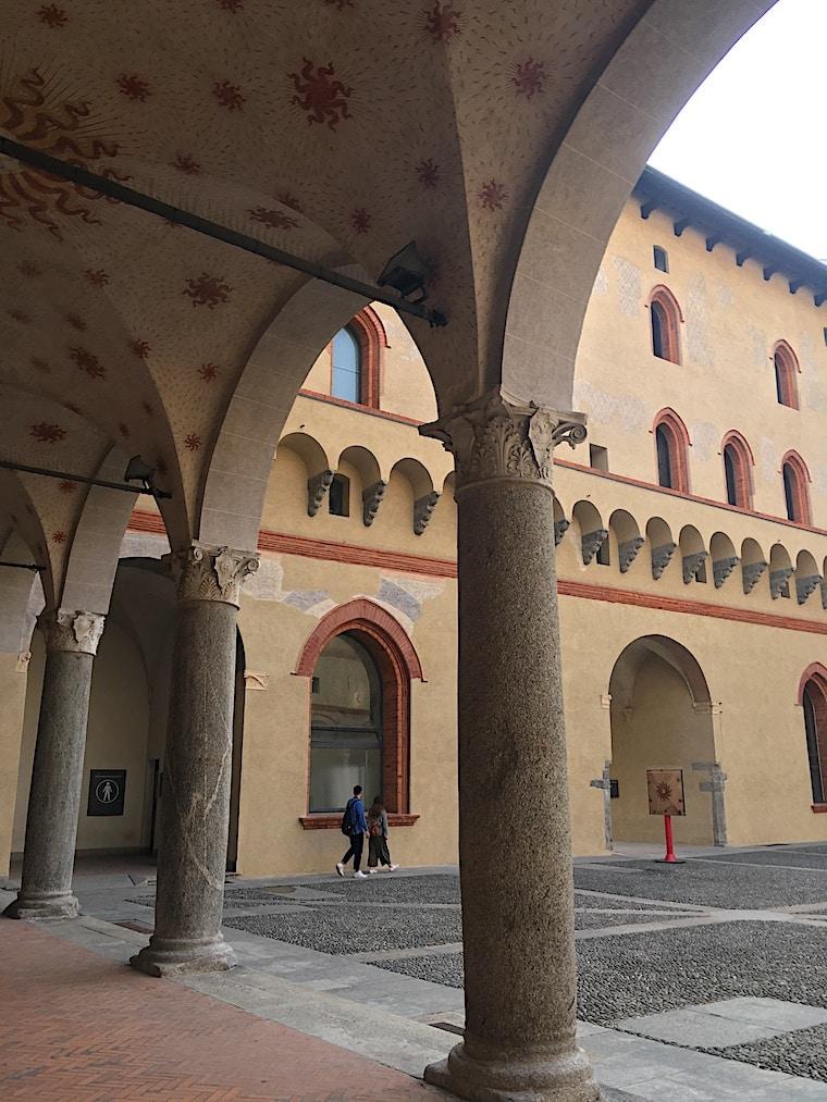 Castelo Sforzesco em Milão detalhe patio