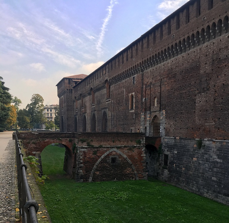 Castelo Sforzesco em Milão entrada lateral