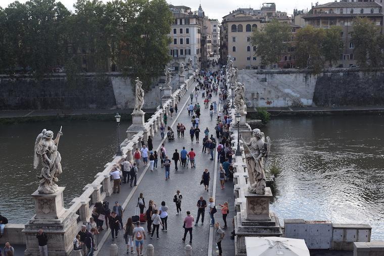 castelo de santo angelo ponte pessoas