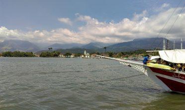 Passeio de barco em Paraty: dicas para escolher o seu