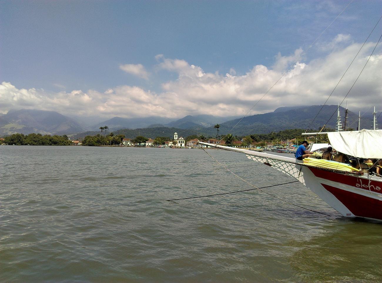 Passeio de barco em Paraty: lancha ou escuna?