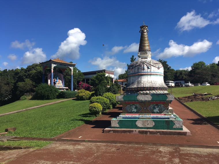 templo budista no brasil khadro ling estupas e buda