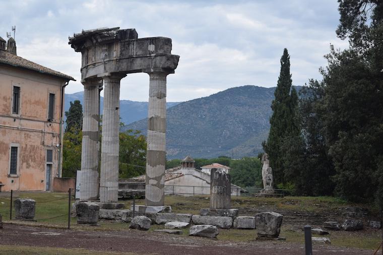 tivoli villa adriana templo grego