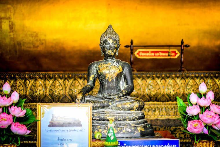 Buda em Templo em Bangkok - Tailandia