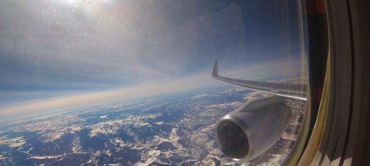 Resultado de imagem para avião alto no nascer do sol