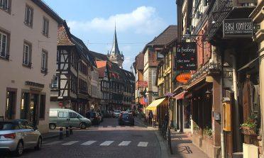 A vila de Obernai, na França: rota do vinho da Alsácia