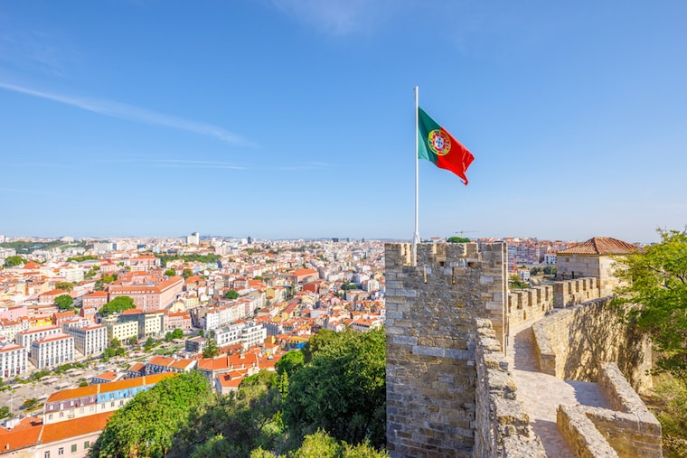 Bandeira de Portugal no Castelo de Lisboa