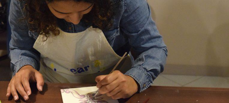 Passear e Azulejar: um tour e workshop de azulejos no Porto
