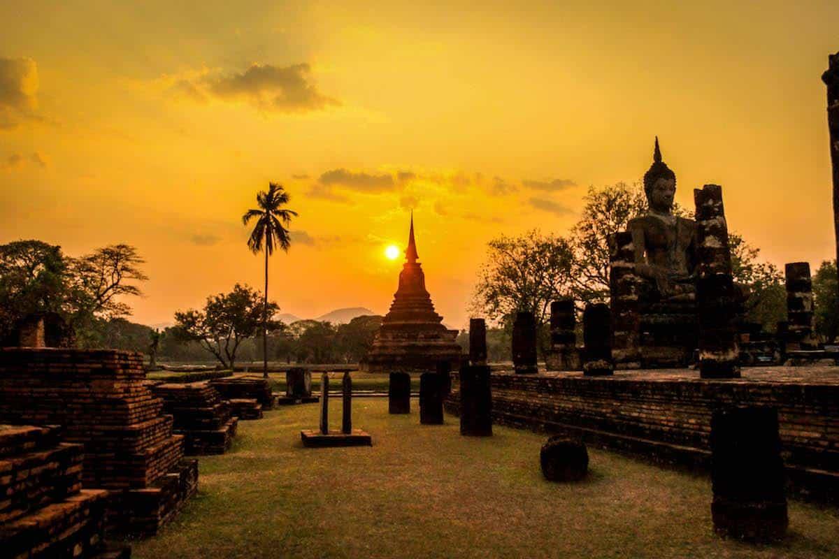 Sukhothai: templos e ruínas históricas
