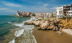 Viajar para Sitges: a agitada vila mediterrânea próxima a Barcelona