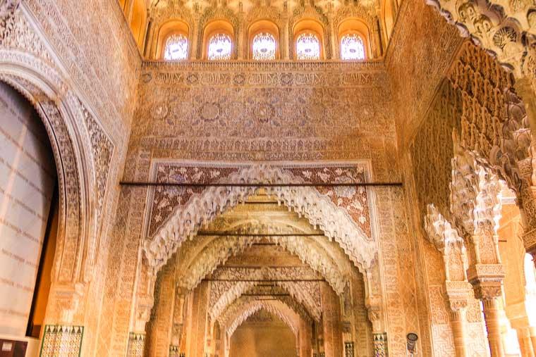 Detalhes internos dos palácios de Alhambra