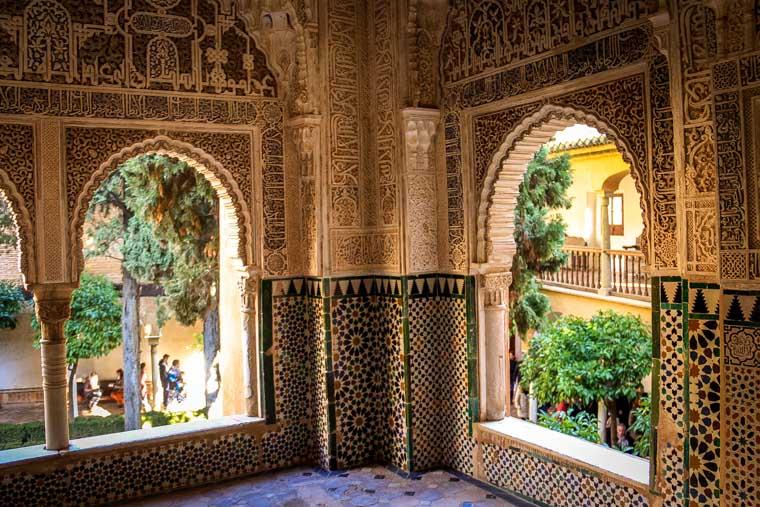 Janelas dos palácios de Alhambra