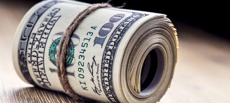 Vale a pena comprar dólar e euro online?