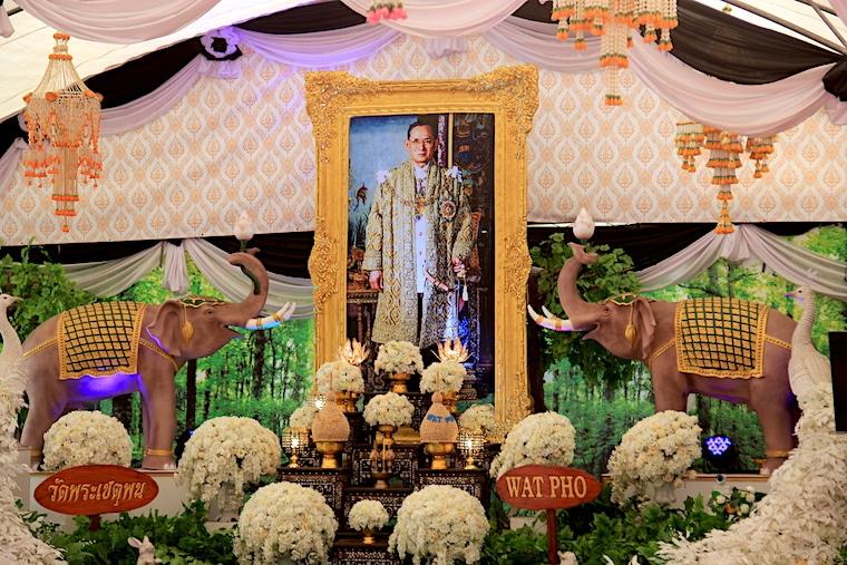 Luto pelo rei da Tailândia