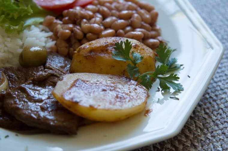 arroz feijão comida brasileira