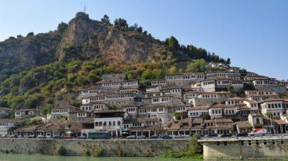 As mil janelas e os milênios de história de Berat, Albânia