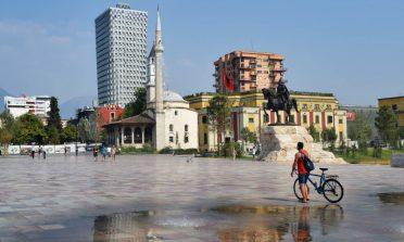 O que fazer em Tirana, Albânia, em um dia